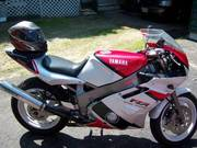 92 yamaha fzr 600,  modified, $2400 OBO a must see